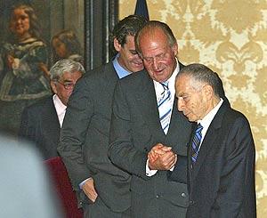 El Rey junto a Juan Soriano, en la entrega del premio Velázquez
